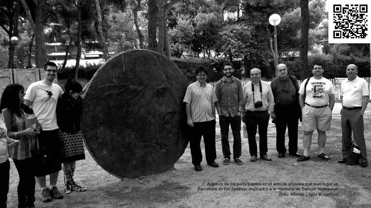Algunos participantes en el acto de protesta que tuvo lugar en Barcelona en los jardines dedicados a Samuel Hanneman (foto: Alfonso López Borgoñoz)